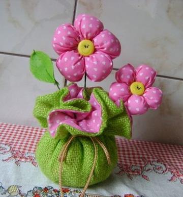 centros de mesa con flores de tela faciles
