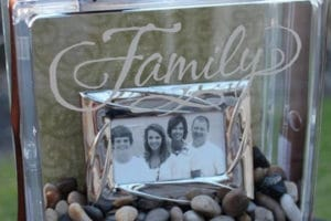 Adornos para recordar y centros de mesa con fotos