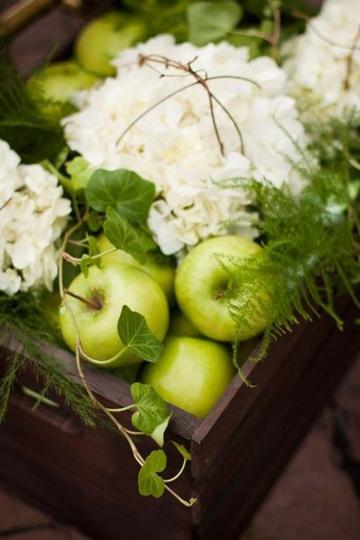 centros de mesa con manzanas verdes