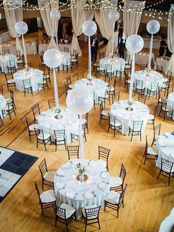 adornos para boda con globos blancos