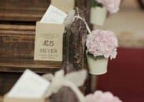 Simbolicos e imperiosos arreglos de flores para iglesia