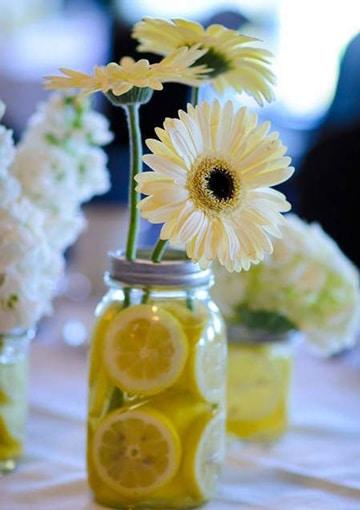 arreglos florales con gerberas y frutas