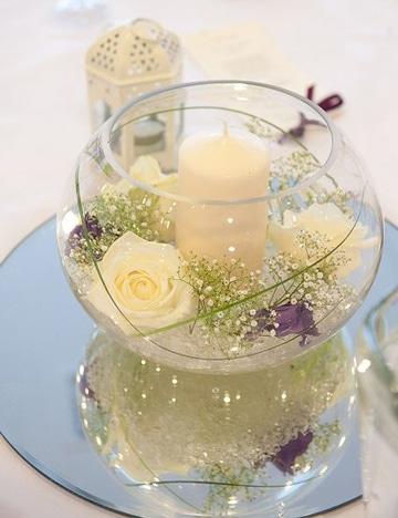 arreglos florales de rosas blancas con velon