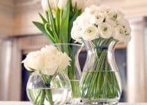 Hermosos arreglos florales de rosas blancas para decorar