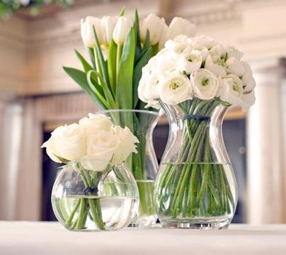 arreglos florales de rosas blancas hermosas