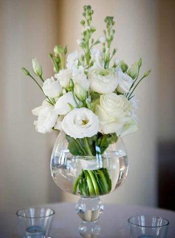 arreglos florales de rosas blancas pequeños