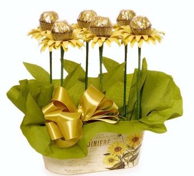 centros de mesa con chocolates sencillos