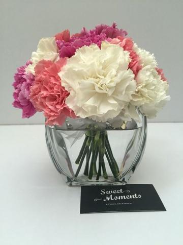 centros de mesa con claveles estilo romantico