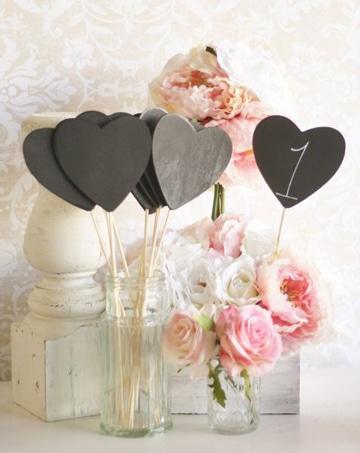 centros de mesa con corazones sencillos