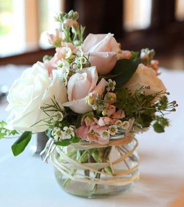 centros de mesa con cristal y flores