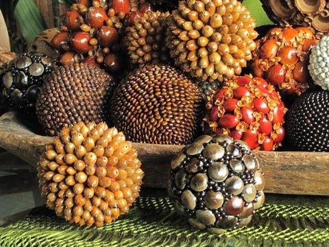 centros de mesa con esferas de semillas
