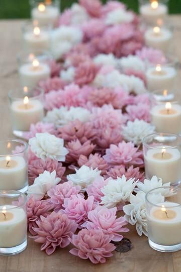 centros de mesa con velas y flores super romanticos