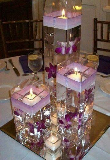 centros de mesa con velas y flores tonos lila