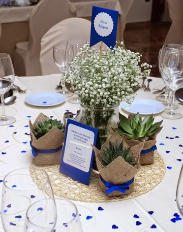 Bonitos y sencillos centros de mesa para aniversario for Centros de mesa para restaurantes