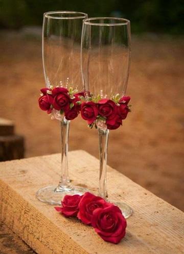 como adornar copas para boda delicadas