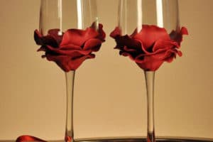 Ideas originales de como adornar copas para boda