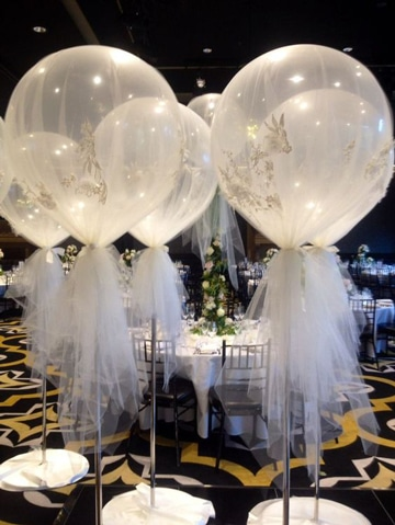 globos decorados con tul blanco