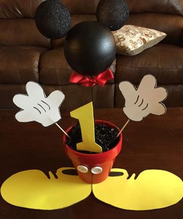 Ideas de arreglos de mesa de mickey faciles de crear for Mesa de cumpleanos de mickey