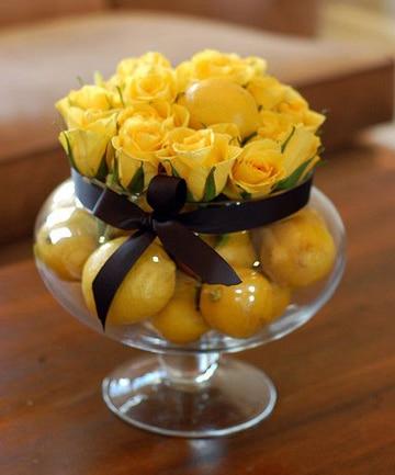 centros de mesa de rosas con frutas