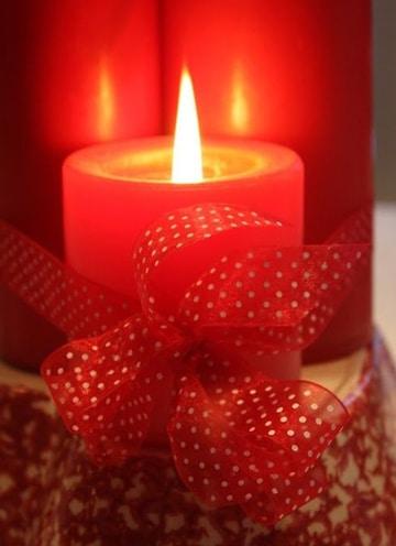 velas rojas para el amor decorada