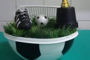 Sencillos y originales centro de mesa de pelota de futbol