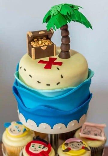 tortas de jake el pirata con cupcakes