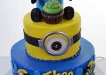 Imagenes de tortas de minions de dos pisos para cumpleaños