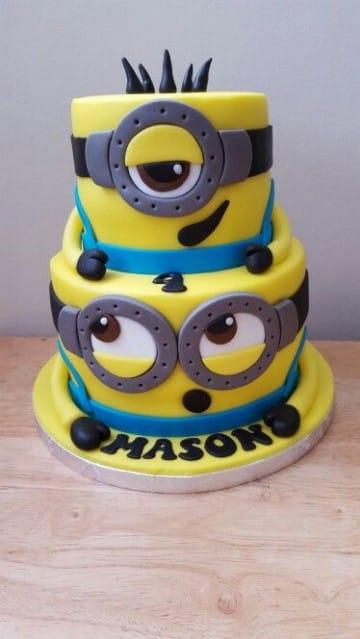 tortas de minions de dos pisos para cumpleaños