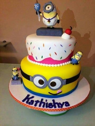 tortas de minions de dos pisos para niña