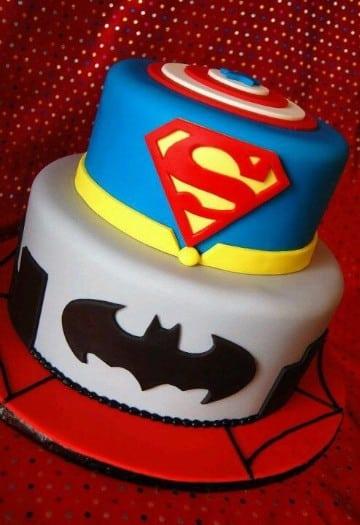 tortas decoradas de superheroes dos pisos