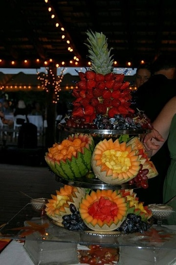 arreglos de frutas para bodas con chocolate