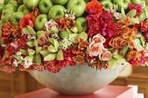 Diversos diseños de arreglos de frutas y flores