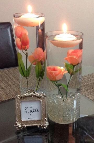 centros de mesa con agua y rosas