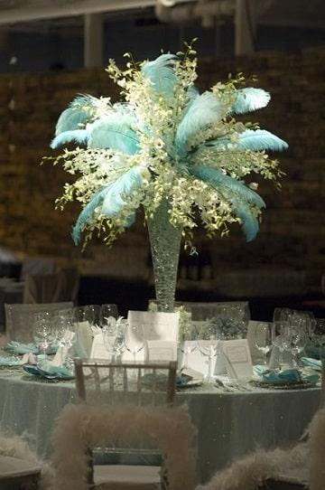 centros de mesa con plumas elegante