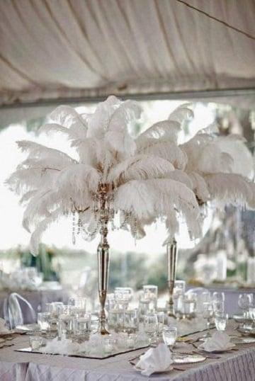 centros de mesa con plumas para boda