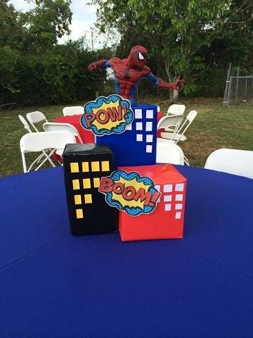 centros de mesa para tres años de superheroes