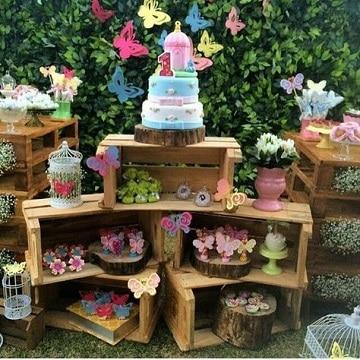 mesa de dulces con huacales cumpleaños