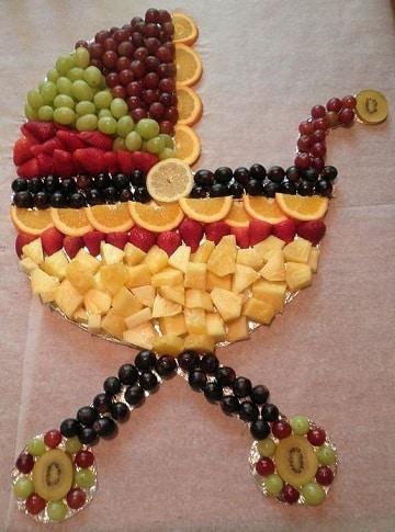 mesa de frutas para baby shower cochecitos