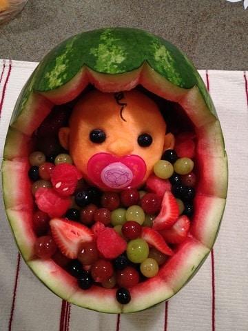 mesa de frutas para baby shower grandes