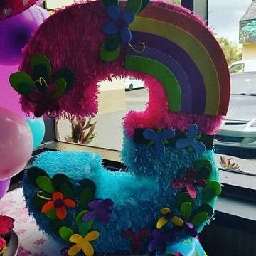 piñatas de flores y mariposas para niñas de 3 años