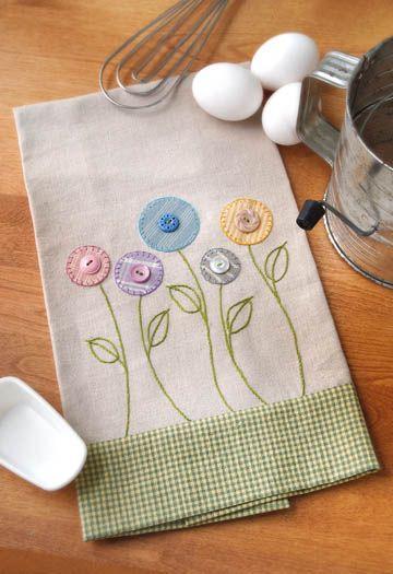 servilletas de tela decoradas con botones