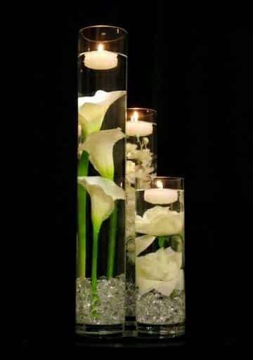 arreglos florales con alcatraces con velas