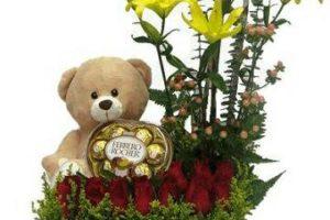 Decoracion de fiestas con arreglos florales con peluches