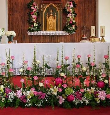 arreglos florales para altares  coloridas