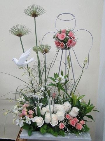 Algunos Originales Arreglos Florales Para Bautizo