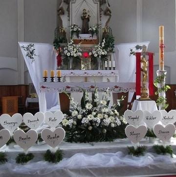arreglos florales para bautizo para altar