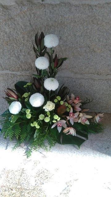 arreglos florales para difuntos sencillo