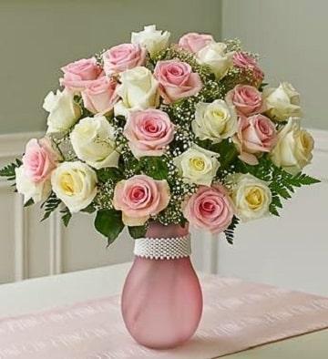 arreglos florales redondos con florero