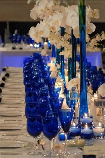 arreglos para boda en salon azul y blanco