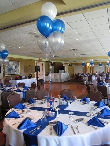 centros de mesa azules de globos